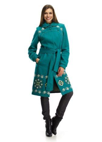 Зеленое пальто с вышивкой 44