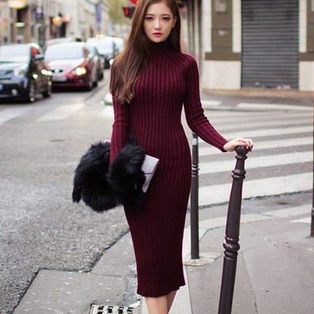 1ad44c2827e9796 Сероватое платье-лапша на пуговицах. Уникальная модель с колоритными  розовыми вставками. В таком платьице вы точно не останетесь незамеченной.